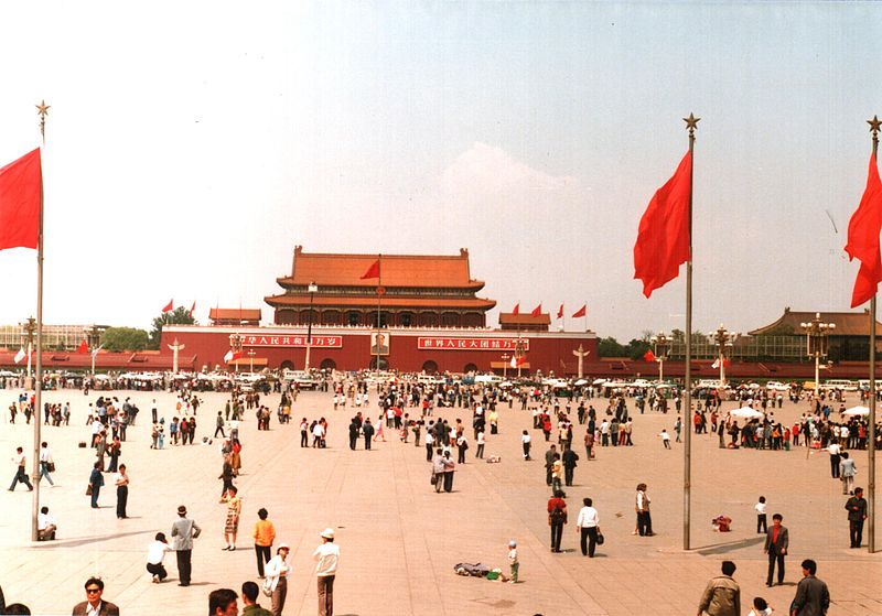 800px-Tiananmen_Square,_Beijing,_China_1988_(1)